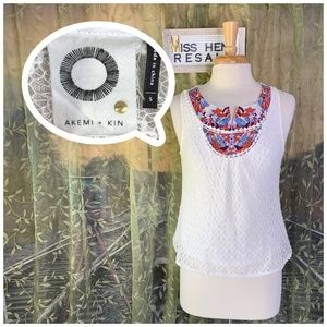 AKEMI & KIN STITCHED NECK DESIGN WHITE TANK CAMI